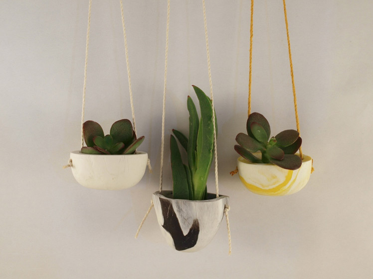 Nesska handmade hanging pinch pot
